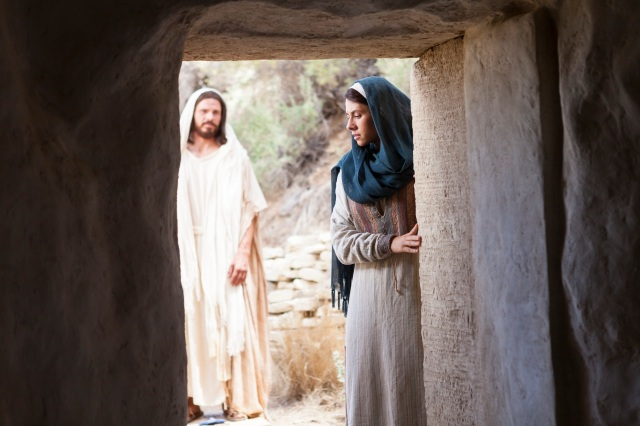 resurrected-jesus-with-mary-at-tomb